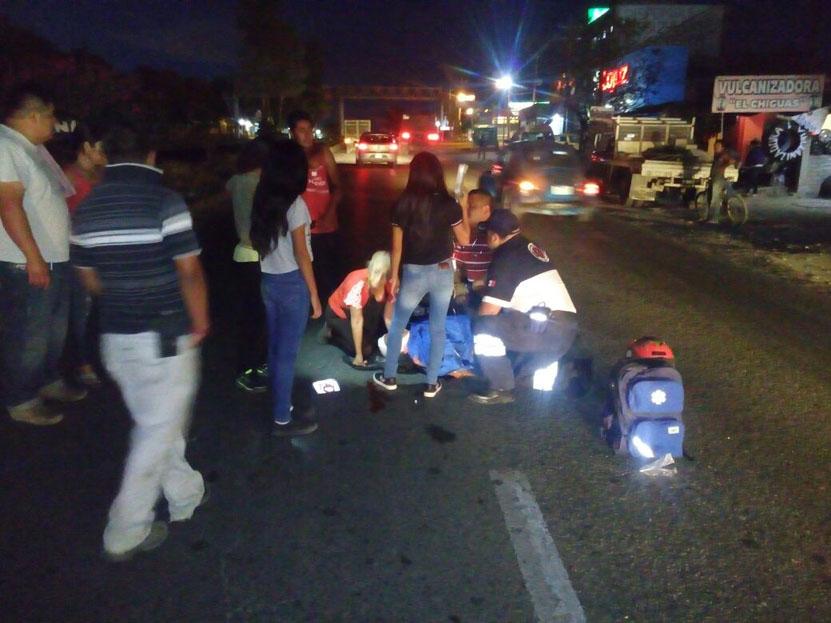 Derrapa motociclista tras caer en un bache en Etla | El Imparcial de Oaxaca