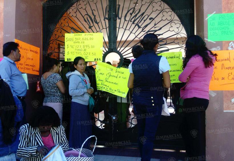 Toman Casa de Cultura de Huajuapan; retienen a funcionarios   El Imparcial de Oaxaca