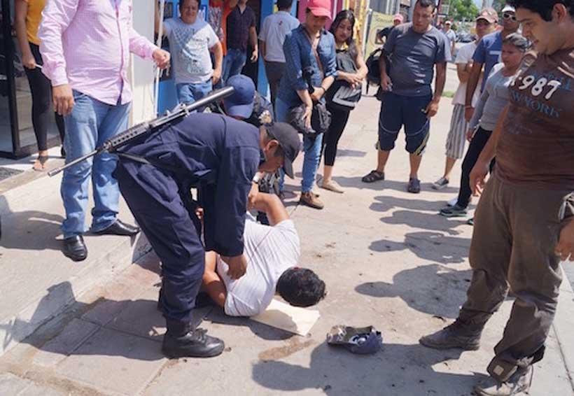 Mujer persigue a ladrón y vecinos le ayudan a darle una golpiza | El Imparcial de Oaxaca