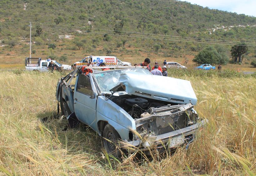 Volcadura de camioneta deja un joven muerto en carretera   El Imparcial de Oaxaca