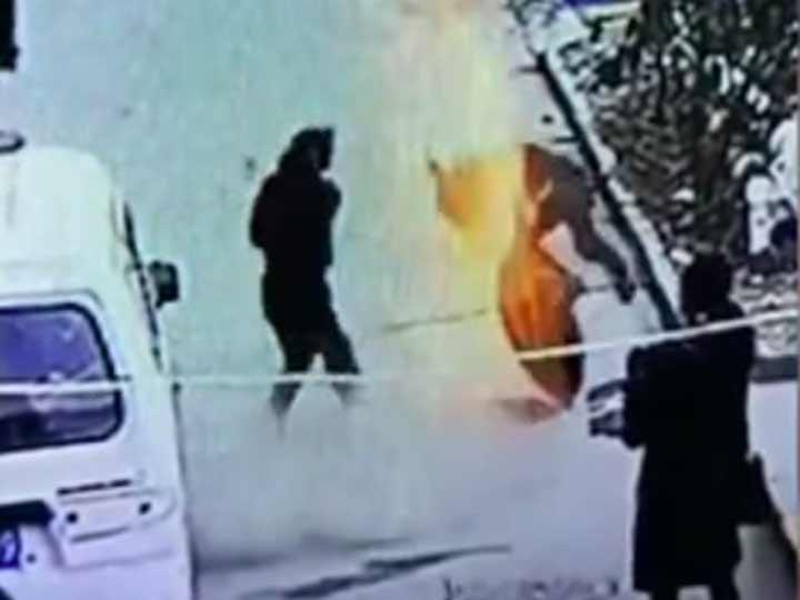 Video: Niño lanza cohete en alcantarilla y sale volando tres metros | El Imparcial de Oaxaca