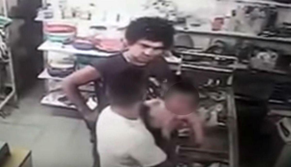 Video: Hombre da tremendo puñetazo a bebé durante pelea | El Imparcial de Oaxaca