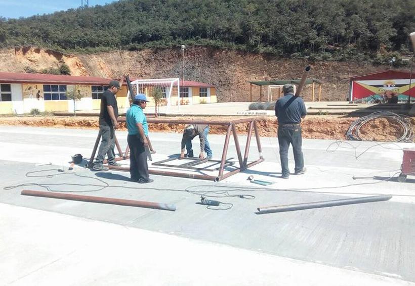 Alumnos del BIC de Santa María Teopoxco tendrán  un espacio deportivo | El Imparcial de Oaxaca