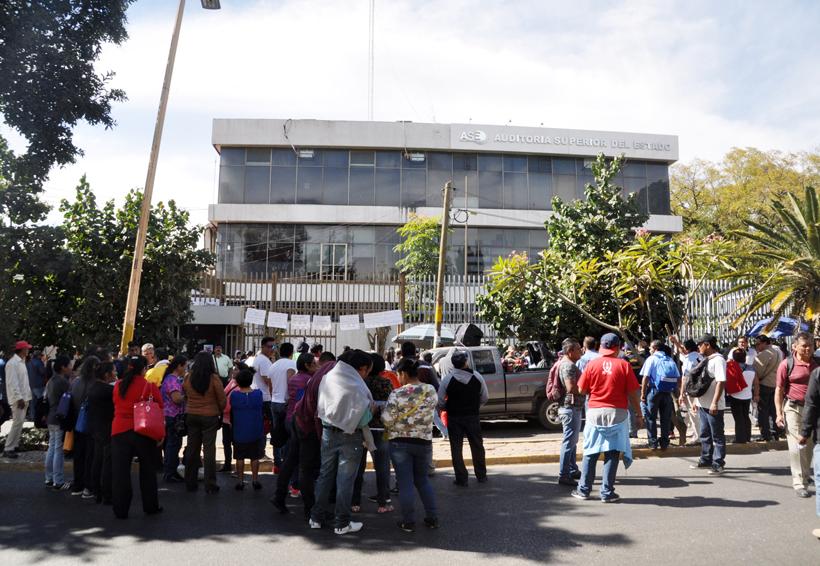 Exige STEUABJO 'bono' por las movilizaciones   El Imparcial de Oaxaca