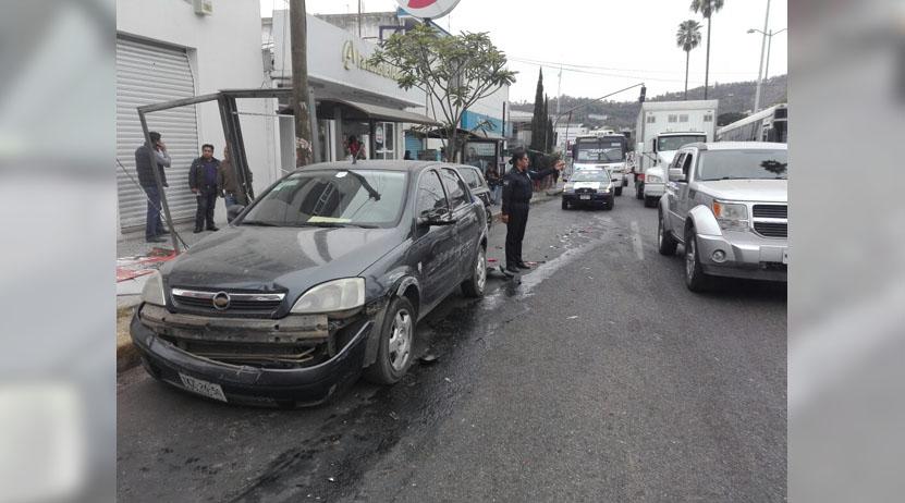Carambola de autos deja un lesionado en la calzada Héroes de Chapultepec, Oaxaca | El Imparcial de Oaxaca