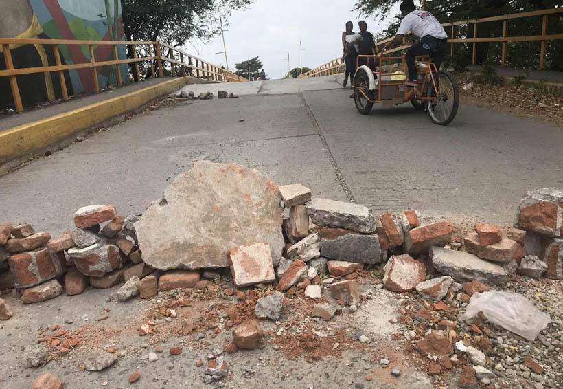 Abren circulación a  motos y mototaxis en puente de Cheguigo, Oaxaca | El Imparcial de Oaxaca
