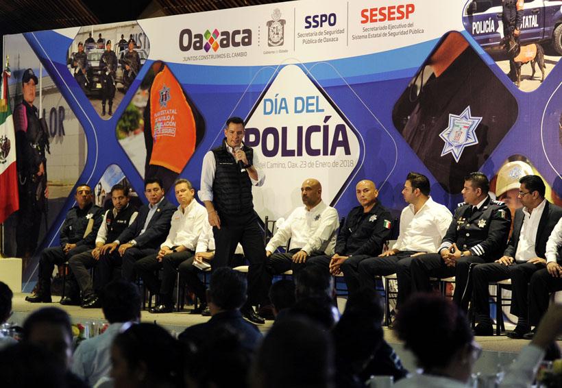 Anuncia gobernador de Oaxaca, bonos para policías | El Imparcial de Oaxaca