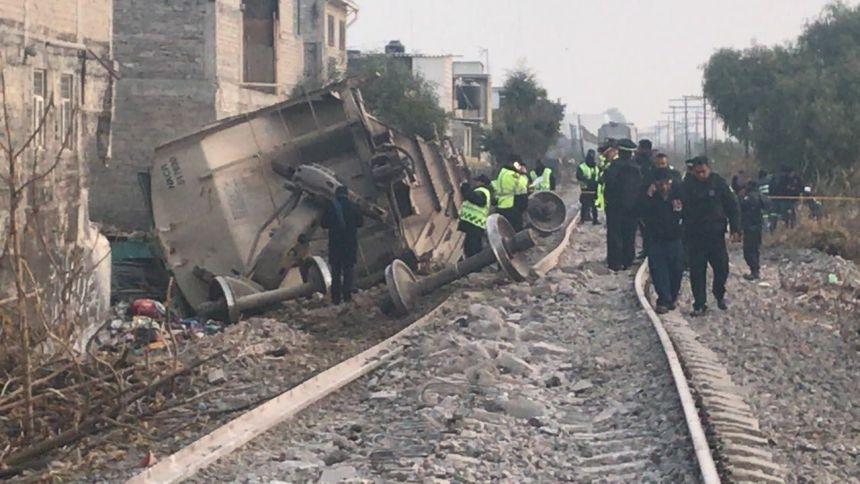 Video:  Así fue el rescate del niño que sobrevivió al impacto del tren contra casa | El Imparcial de Oaxaca