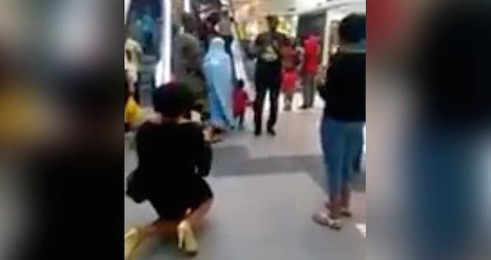 Mujer pide matrimonio a un hombre en un centro comercial y éste la rechaza | El Imparcial de Oaxaca