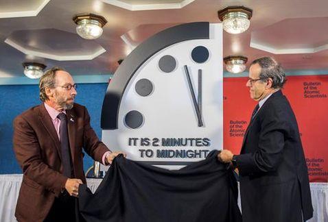 Por culpa de Trump, reloj del Apocalipsis avanza 30 segundos | El Imparcial de Oaxaca