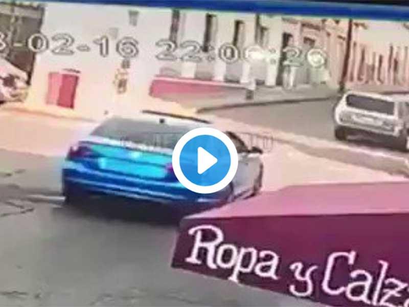 Video: La insólita volcadura de un auto que viajaba a 15km/h | El Imparcial de Oaxaca