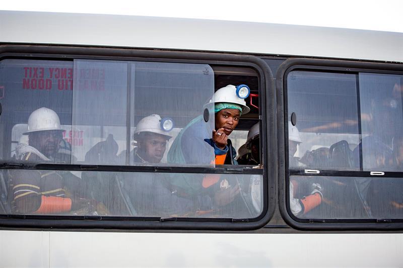 Rescatan a los casi mil trabajadores atrapados en mina de Sudáfrica | El Imparcial de Oaxaca