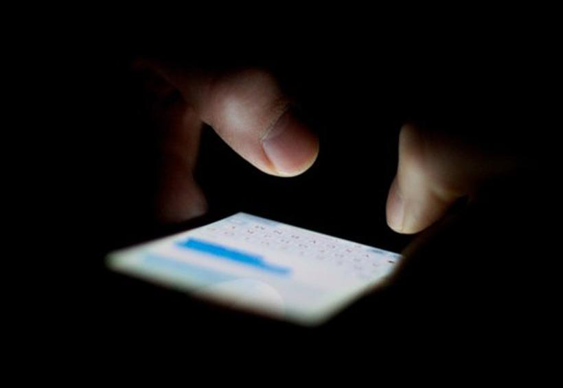 Maestro regaló celular a alumna y la obligaba a mandarle fotos sexuales   El Imparcial de Oaxaca