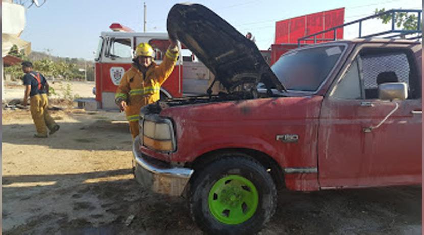 Se incendia camioneta al lado de gasolinera en la colonia Aeropuerto de Puerto Escondido, Oaxaca | El Imparcial de Oaxaca
