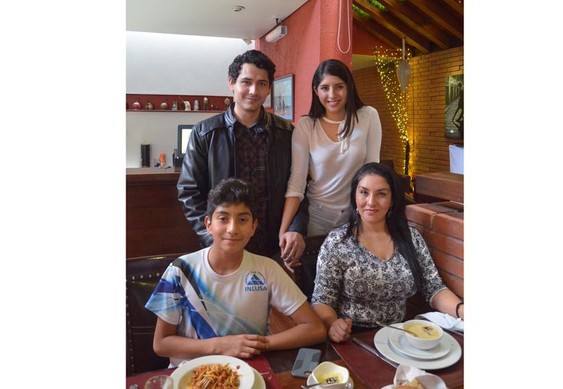 Una buena comida en familia   El Imparcial de Oaxaca