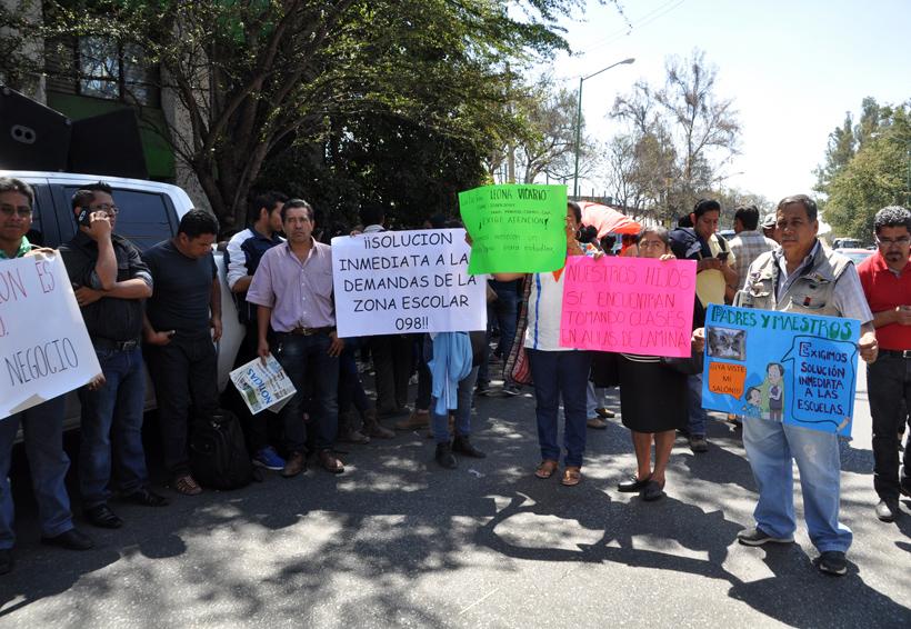 Se queja Sección 22 ante DDHPO  por falta de docentes | El Imparcial de Oaxaca