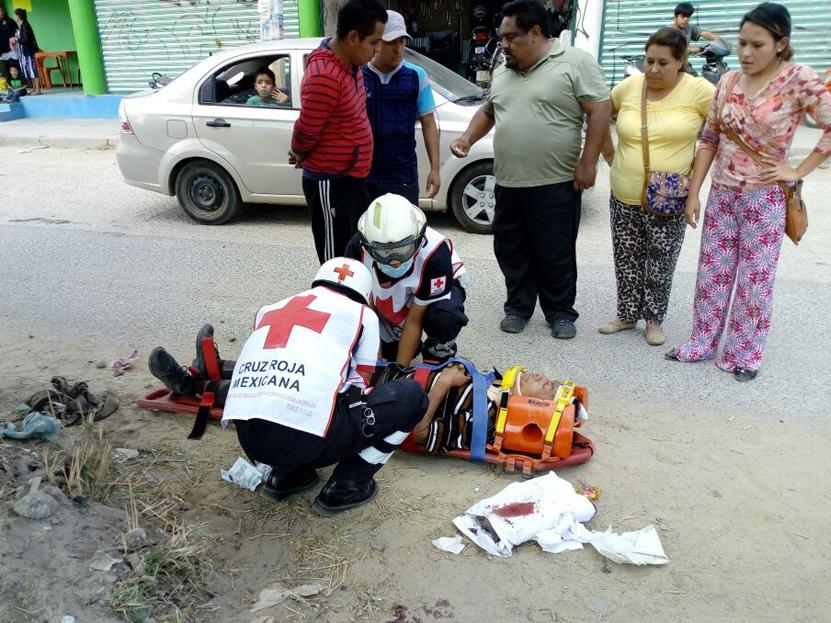 Montoneros golpearon a conductor de camión turístico en San Martín Mexicapam, Oaxaca | El Imparcial de Oaxaca