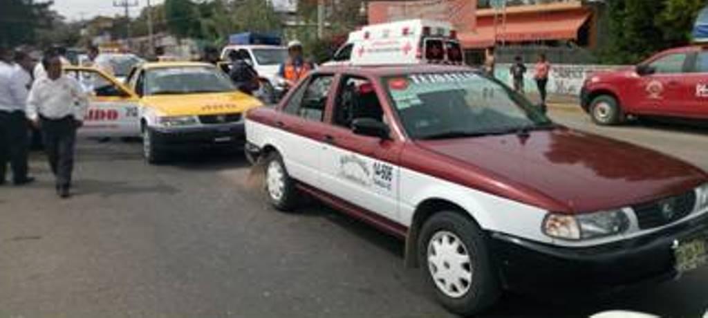 Chocan taxis en Oaxaca:  2 lesionados   El Imparcial de Oaxaca