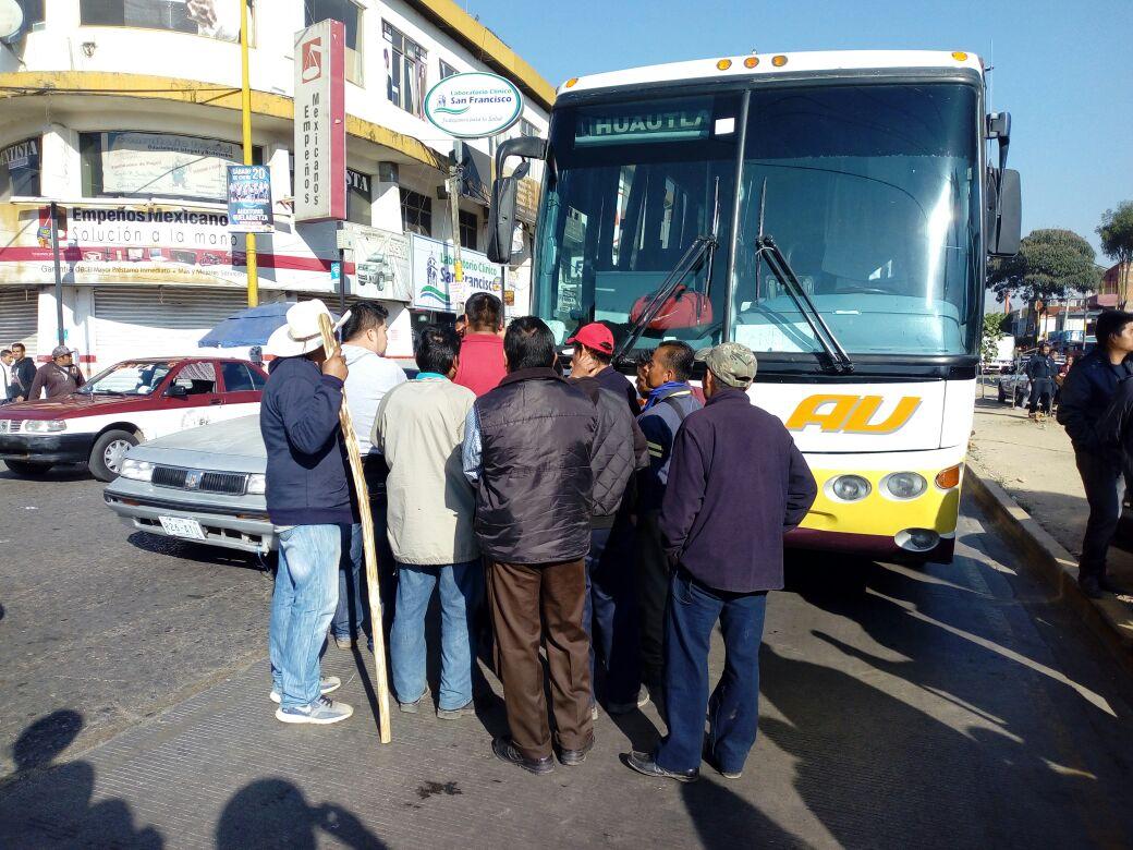 Choque entre taxista y camionero frente a la central de abastos en Oaxaca   El Imparcial de Oaxaca