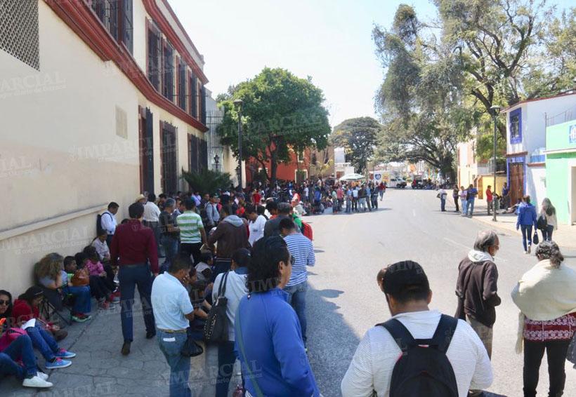 S-22 y tomateros bloquean calzada de la República   El Imparcial de Oaxaca