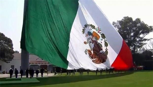 La Bandera da identidad, no importa si está al revés: EPN | El Imparcial de Oaxaca