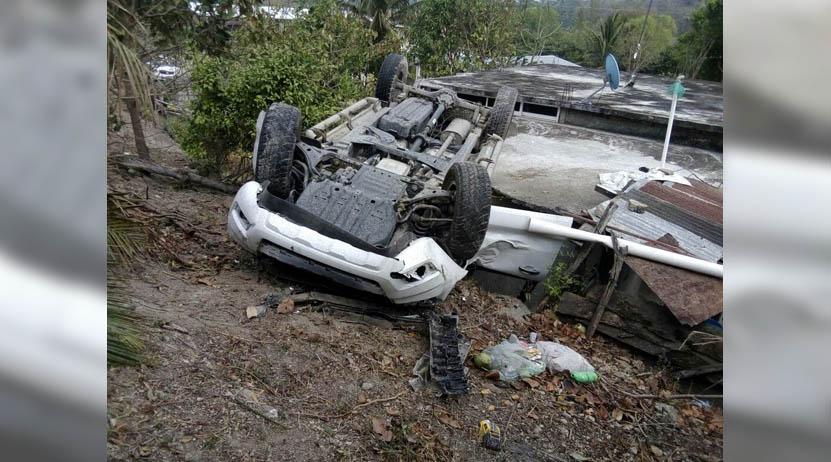 Salió del camino y volcó sobre laazotea de una vivienda en comunidad de Juchitán, Oaxaca | El Imparcial de Oaxaca