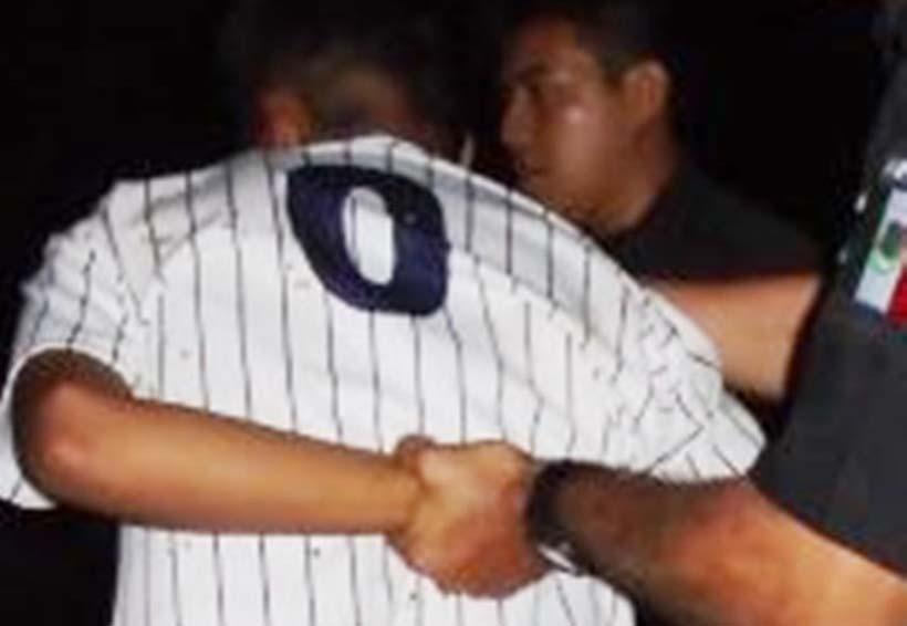 Detenido por lanzar 'chela' a policías de Huajuapan | El Imparcial de Oaxaca