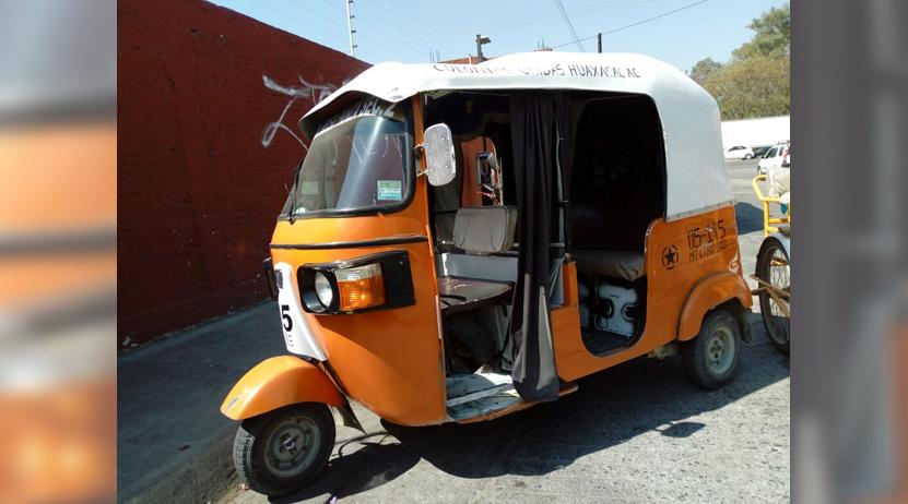 Imprudente mototaxista tira a pasajera en la colonia La Joya, Oaxaca | El Imparcial de Oaxaca