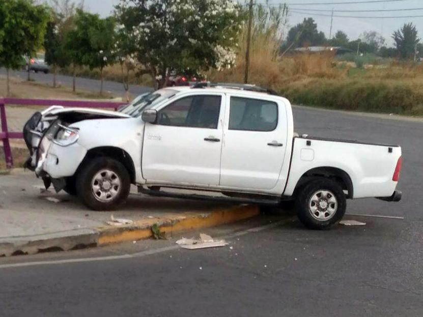 Borrachos chocan y abandonan 'trucka'; se dirigían a Santa Cruz Xoxocotlán | El Imparcial de Oaxaca
