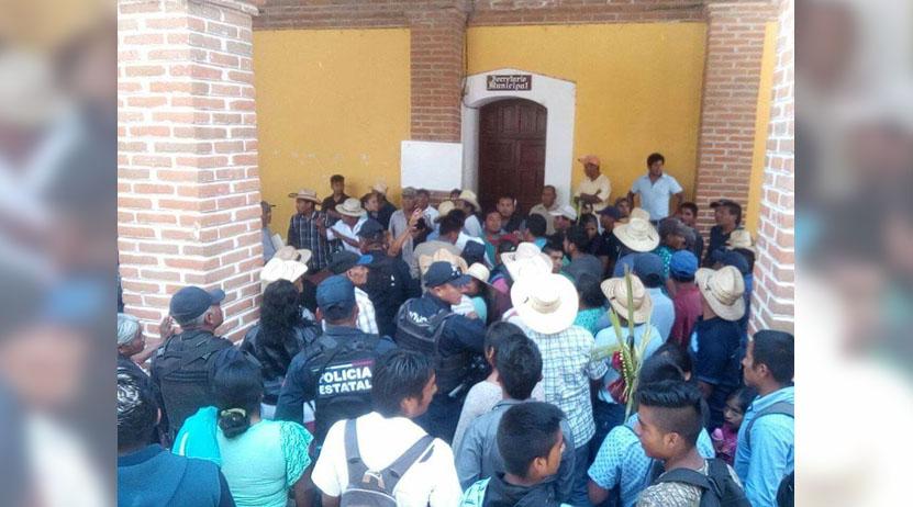 Por denuncia de abuso de poder, casi acaban en riña en San Mateo Peñasco | El Imparcial de Oaxaca