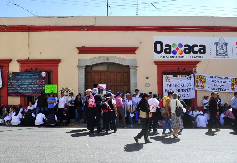 De nuevo se movilizan sindicalizados de los Servicios de Salud de Oaxaca | El Imparcial de Oaxaca