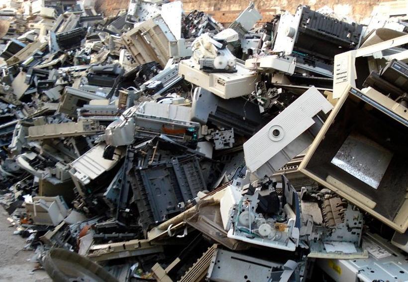 Europa manda ilegalmente toneladas de chatarra electrónica a África | El Imparcial de Oaxaca