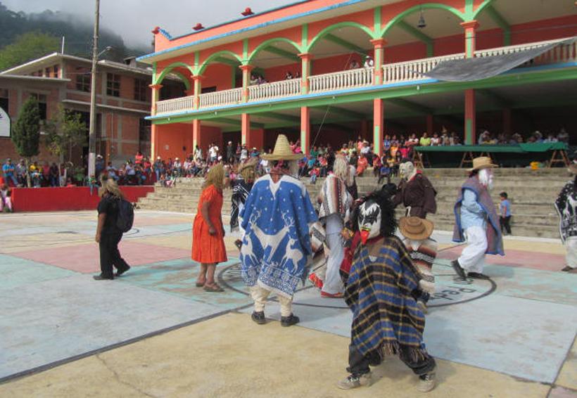 Critican que Los Huehuentones bailen en la Guelaguetza de julio | El Imparcial de Oaxaca