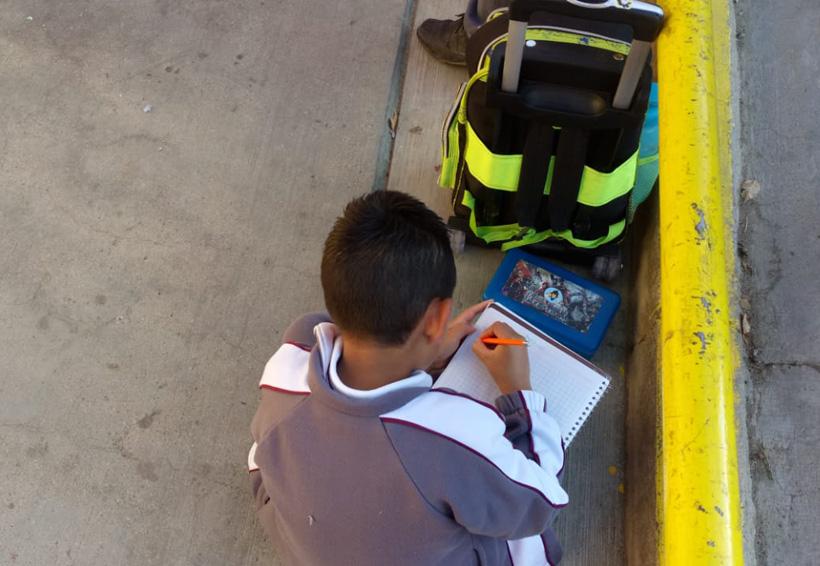 Niños toman clases en la calle de la agencia Donají de Oaxaca | El Imparcial de Oaxaca