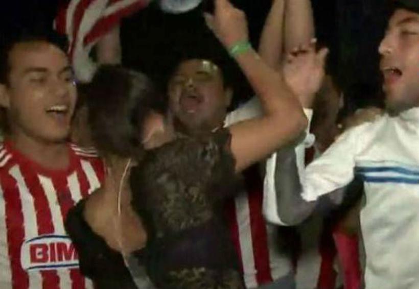 Video: Reportera de Fox Sports es acosada por un aficionado de Chivas en plena transmisión | El Imparcial de Oaxaca
