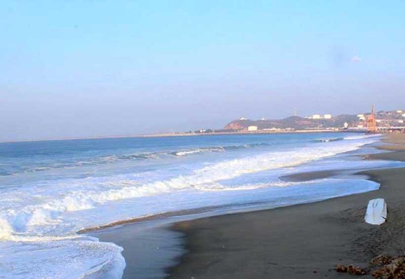Prohíben la actividad  de playa por oleaje | El Imparcial de Oaxaca