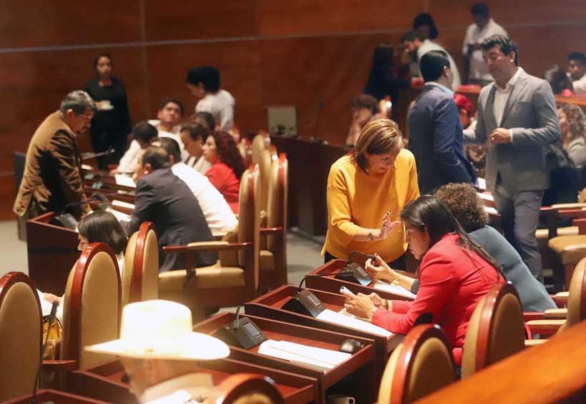 Crónica: Los buenos hábitos legislativos: llegar tarde, chatear y comer | El Imparcial de Oaxaca
