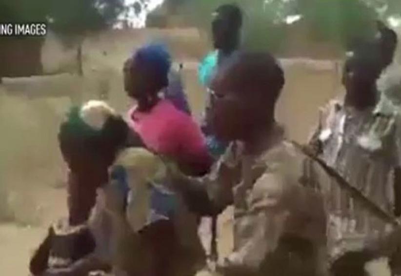 Video: ejército camerunés ejecuta a mujeres y niños vinculados con Boko Haram | El Imparcial de Oaxaca