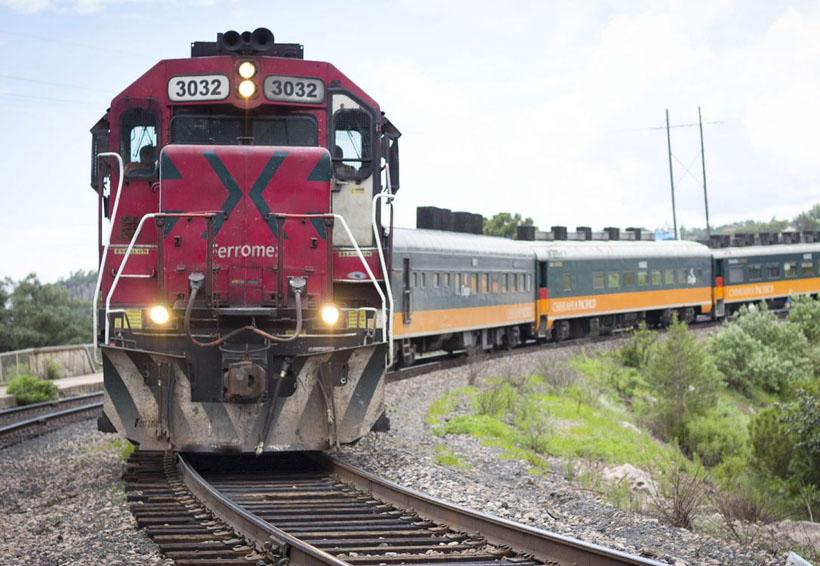 """Video: Policía se viste de """"héroe"""" al salvar a hombre de ser arrollado por un tren   El Imparcial de Oaxaca"""