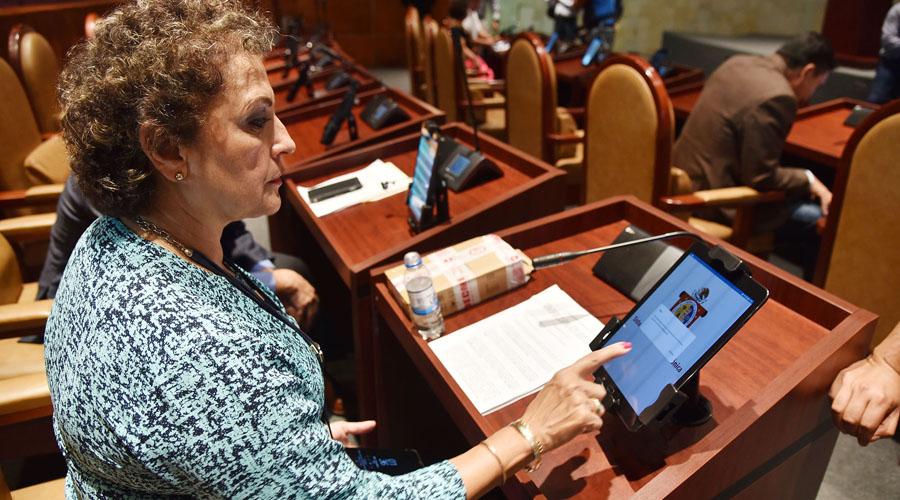 Diputados en Oaxaca estrenan tabletas sin pagar | El Imparcial de Oaxaca