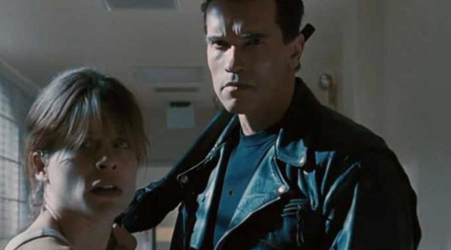 Linda Hamilton y Arnold Schwarzenegger recrearon una mítica foto de Terminator | El Imparcial de Oaxaca