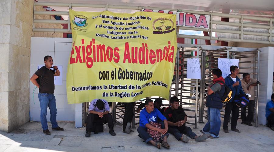 Desalojan a loxichas en Ciudad Administrativa | El Imparcial de Oaxaca