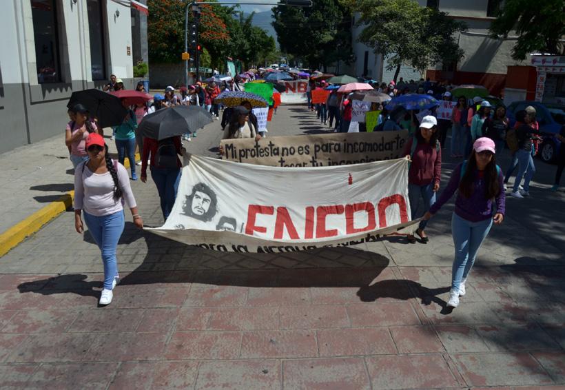 Marchan estudiantes de Oaxaca contra el porrismo   El Imparcial de Oaxaca