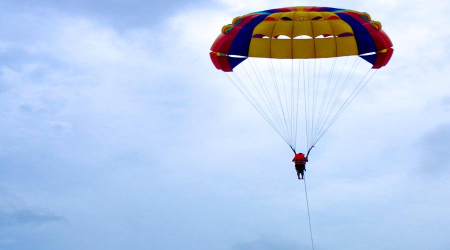 Vídeo: Se rompe las dos piernas tras saltar en paracaídas desde un edificio de 19 plantas | El Imparcial de Oaxaca