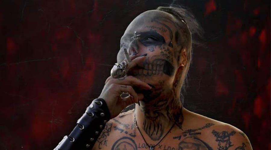Video: Tatuador se corta la nariz y las orejas para parecer una calavera | El Imparcial de Oaxaca