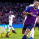 Barcelona resuelve sin Messi; líder solitario