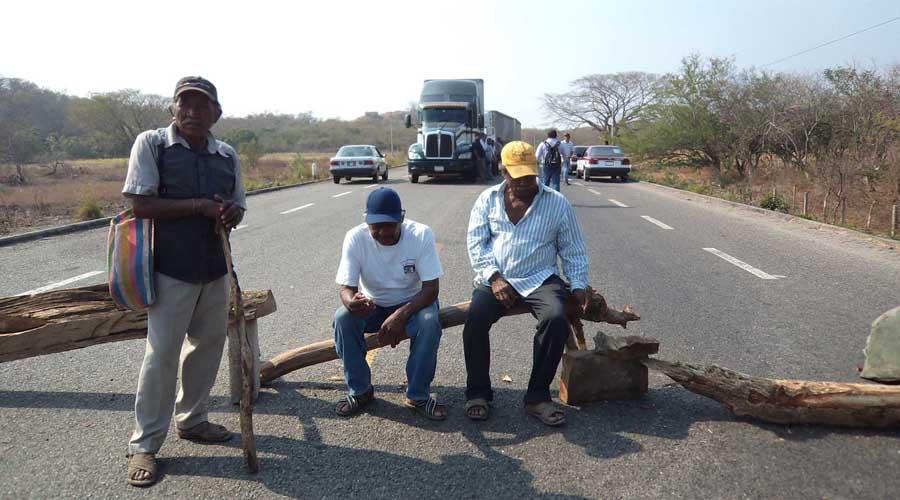 Bloquean campesinos del Istmo, exigen agua para sus comunidades | El Imparcial de Oaxaca