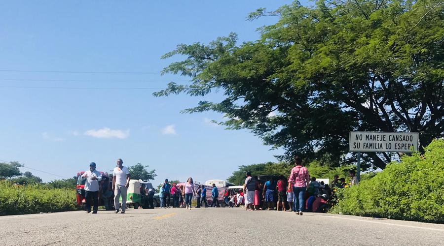 La Codeci bloquea por segundo día   El Imparcial de Oaxaca