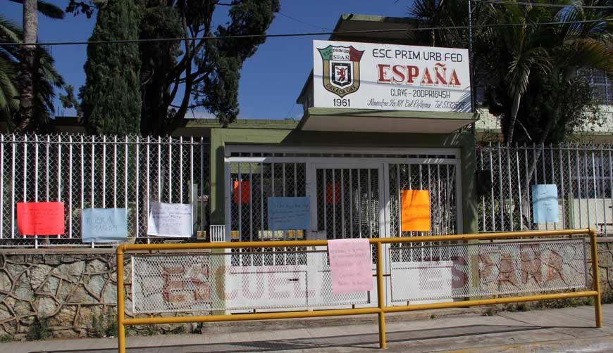 Protagonizan zafarrancho padres de la escuela España | El Imparcial de Oaxaca