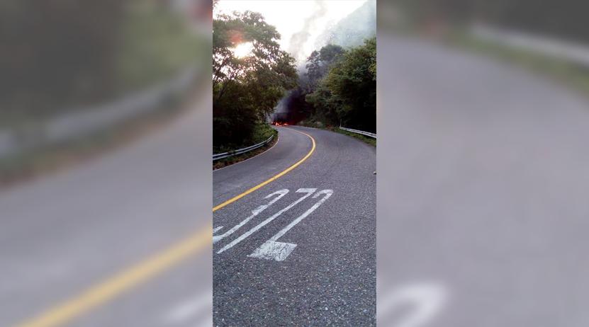 Tras accidente, auto se incendia en carretera Salina Cruz-Huatulco | El Imparcial de Oaxaca